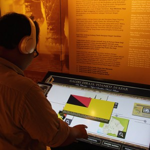 Pihak galeri juga menyediakan satu aplikasi telefon bimbit dan kiosk untuk memudahkan pelawat mendapat informasi dengan lebih mudah di ruang pameran.